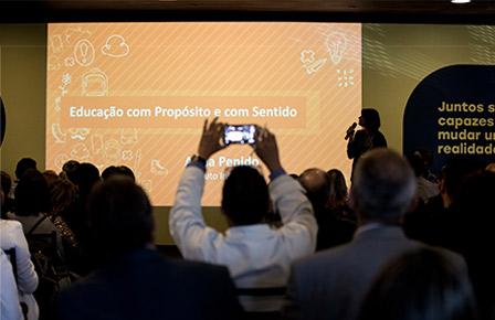 """Construção de rede para a marca com a palestra de Anna Penido, """"Educação com sentido"""""""