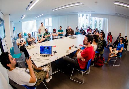 Laboratório com os artistas selecionados,  no Museu de Arte do Rio