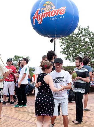 Público Momentos Aymoré na Praça do Papa, BH