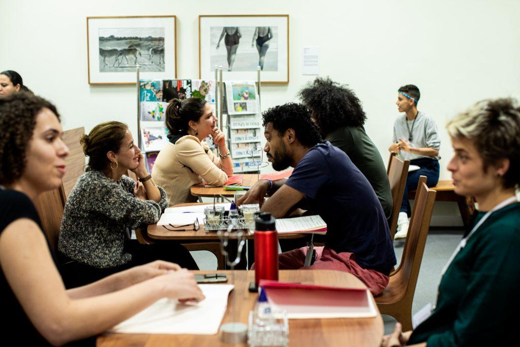 Primeira conversa entre os participantes sobre valores femininos e masculinos no século XXI